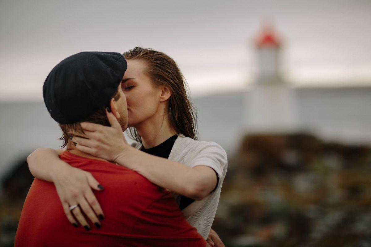 Forlovelsesfotografering i regnet