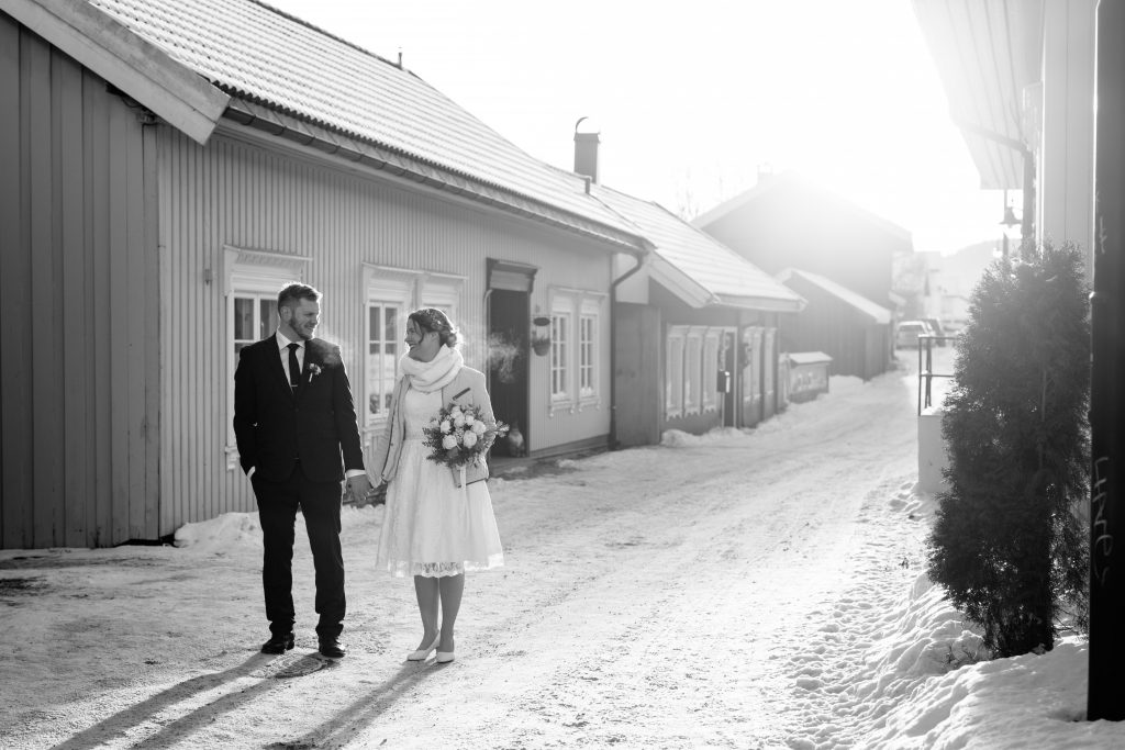 LundeFoto_A+A-winter,vinter,elopement,bryllup,wedding,norway,norsk,nordic,sparklers-12