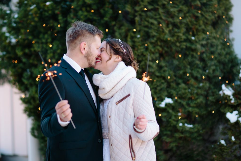 LundeFoto_A+A-winter,vinter,elopement,bryllup,wedding,norway,norsk,nordic,sparklers-14