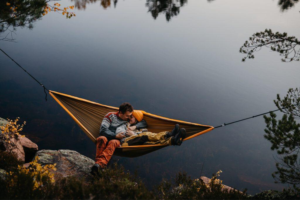 Maiken+KimRoar - skogstur, bål, campfire, engaged, engagement session, norwegian shoot, hengekøye, hammock, kjærestefotografering, forlovet - 25